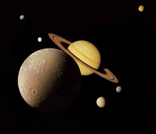 土星の衛星には水も生命も存在する!?どんな星がある??