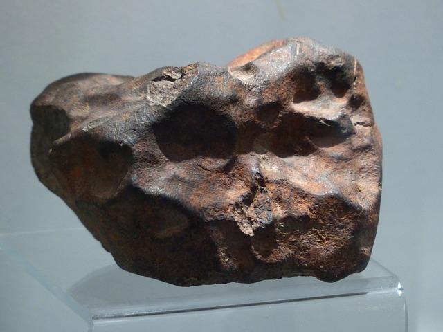 隕石が人間に当たる確率は!?宝くじに当たるのとどっちが高い!?